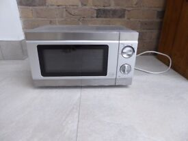 Lovely little microwave, hardly used and in immaculate condition