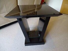 Gloss black/dark brown wood grain effect lamp table