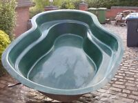 Atlantis Pacific fibreglass pond. Length 283 cm, width 219 cm and depth 60 cm, 310 gallon.