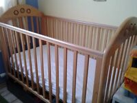 Baby cot with a latex mattress