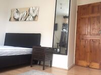 Move into today! Nice 1 Double Bedroom in Poplar with TV. Only 5 Minutes to Canary Wharf!