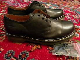 BRAND NEW DR MARTENS STYLE SHOES - SIZE UK 8