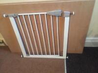 Safety/stair gate