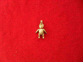 Silver fully jointed teddy pendant.