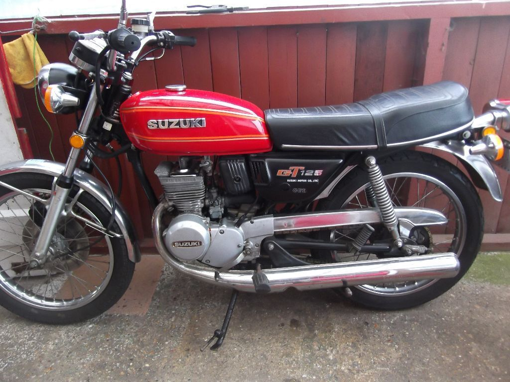 suzuki gt 125 spares repairs resoration clasic 1976 several bikes for sale in markfield. Black Bedroom Furniture Sets. Home Design Ideas