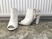 White high heels: size 8 👠