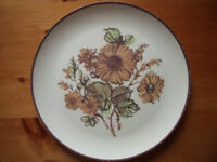 Vintage (1970s?) Maplex (Toronto,Canada) melamine burnt orange-green flower/leaf design dinner plate