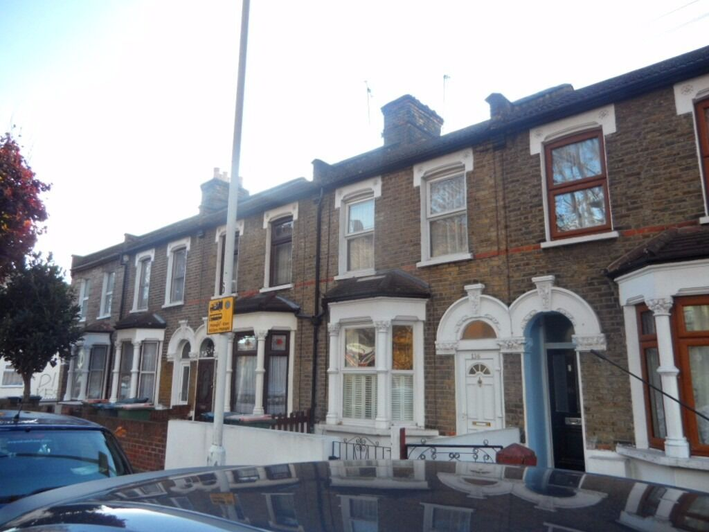 Amazing spacious two bedroom house with big garden in Plaistow, E13