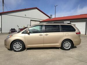 2014 Toyota Sienna XLE LIMITED/NAVI/DVD/DUAL SUNROOF