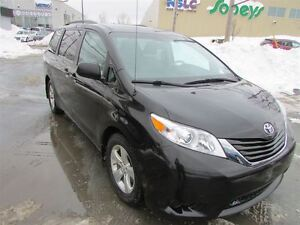 2013 Toyota Sienna LE 8 Passenger (A6)