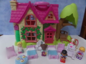 ELC HAPPYLAND CHERRY LANE COTTAGE DOLLS HOUSE WITH FURNITURE  AND FIGURES