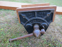 VINTAGE RECORD No 52 A CARPENTERS VICE WITH MOUNTING PIECE