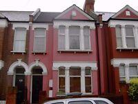 1 / 2 double bedrooms 2 bed garden flat ZONE 2. ALL INCLUSIVE flexible rent. Very good transport