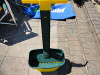 Garden lawn fertilizer spreader