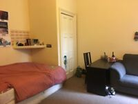 Spacious Room in Bruntsfield Flat| Council Tax included