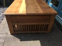 Beautiful wooden coffee table - excellent condition