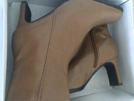 "Ladies brown ""zip"" boots. BNIB size 6"
