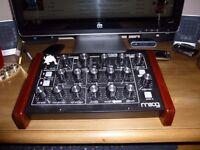 Moog Minitaur (Mono bass synthesiser)