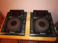 2 x Pioneer CDJ 900s (with USB input) + all wires (Mixer optional)