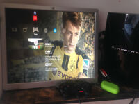 PS3 80 GB + FIFA17 + Controller and all cables included