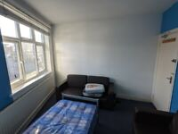 DSS Accepted! Room On Neasden Lane - No Fees!