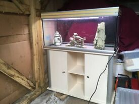 Fish tank and cabinet good condition needs a new pump but bulbs work tank size 100+50*39.5 c