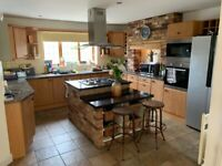 Large Solid Kitchen With Granite Worktops