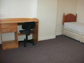 3 furnished rooms£65 /£70pw inc bills/drewry lane/5 mins town/law uni friargate