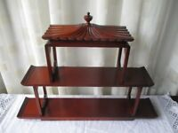 VINTAGE FERGUSON TREASURED FURNITURE WOODEN CHINOISERIE ORIENTAL PAGODA STYLE TWO TIER DISPLAY SHELF