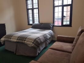 Furnished and very comfortable large room to let in Faringdon Town Centre. Inclusive all bills