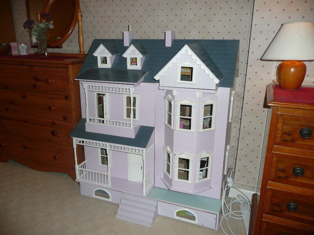 Dolls' House- Ideal Christmas Present-Hardly used