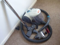 Vacuum cleaner VAX bagless powerful used in very good condition!