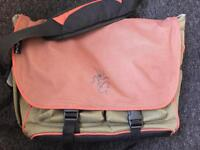 Pakuma laptop bag