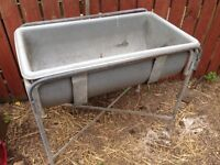 Horse feeding trough
