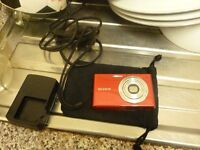 SONY DMC W330 14 MEGAPIXEL DIGITAL CAMERA AND CHARGER AN BAG