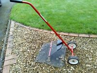 LAWN MOSS/SCARIFIER RAKE-WHEEL ASSISTED.SEE PICTURE