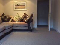 Lovely two bedroom Flat to rent. 4 minute drive/10 minute walk from Newbridge train station