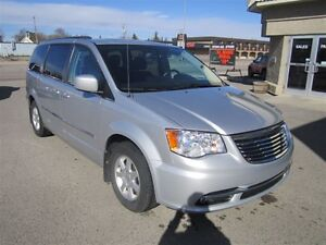 2012 Chrysler Town & Country Touring - NAV DVD leather