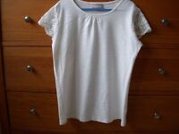 Girls cream top with lacy cap sleeves Age 8-9 yrs.