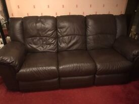 2 piece leather suite 1 x 3 seat with recliners and 1x 2 seat
