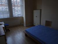 Beautiful, clean 4 bedroom garden apartment - 1 min to tube - Shepherds Bush