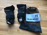 Dakine snow boarding wrist guards