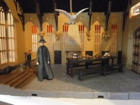 HARRY POTTERS HOWART GREAT HALL AND GRYFFIDOR COMMON ROOM