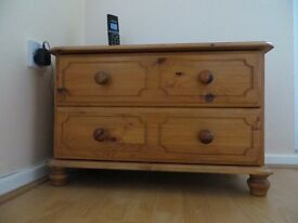 SOLID PINE 2 DRAWE CHEST WITH PADED SEAT