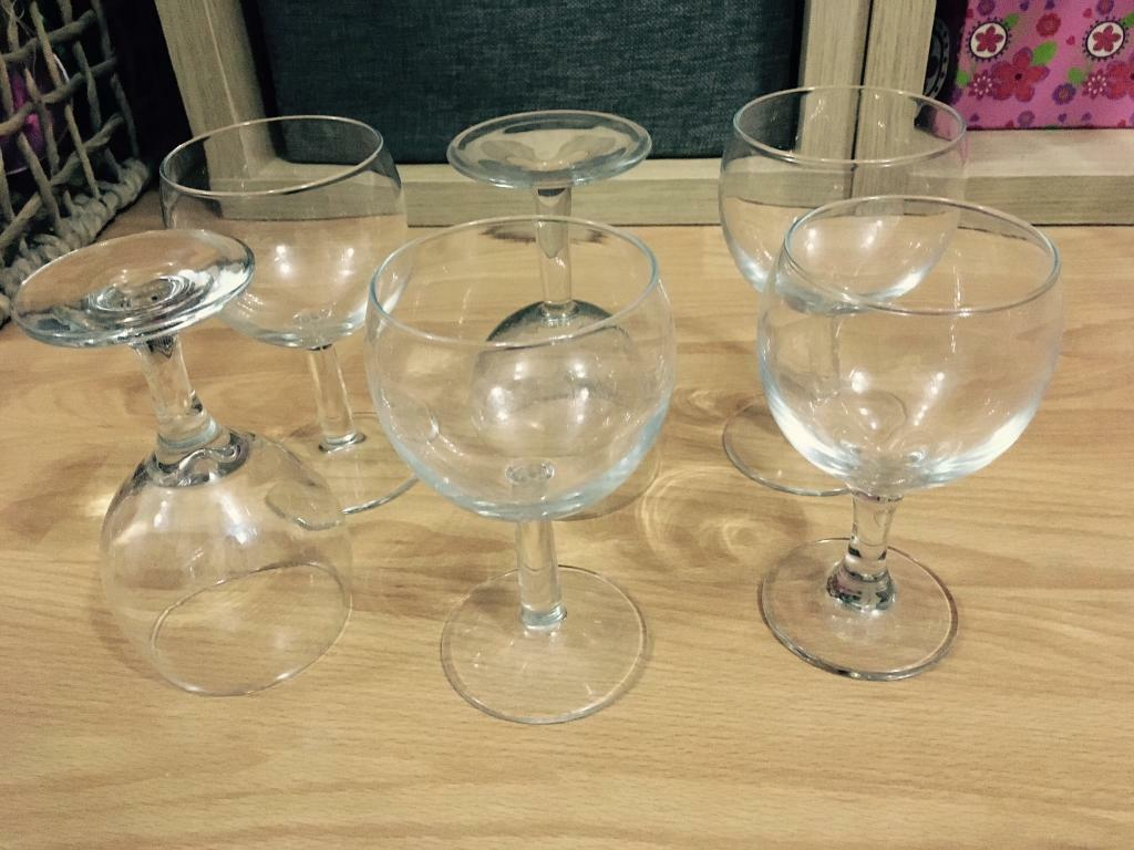 Sets of x6 wine glasses