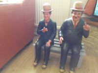 Stan Laurel and Oliver Hardy statue on bench