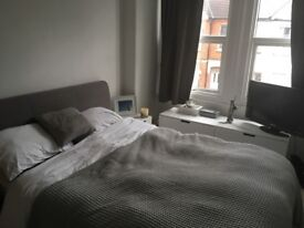 Lovely double room available in quiet 2 bed flat in Colliers Wood