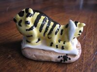 Royal Doulton Winnie the poo collection Tiger signs the Rissolution £5