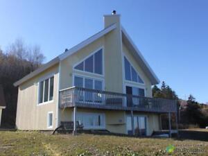 299 000$ - Maison 3 étages à vendre à Gaspé