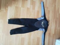 kids long sleeve and leg no fear wet suit in black and grey. size 9-10 years 134cm to 140cm